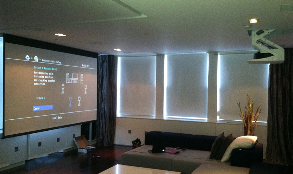 Projector Home Theater + In-Ceiling Speaker -